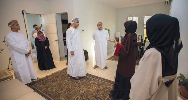 رئيس مجلس إدارة عمران يزور مشروع البيت الأخضر بالكلية التقنية العليا