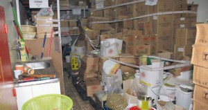 ضبط إحدى الشركات تقوم بتزوير تواريخ صلاحية منتجات غذائية وتوزيعها وتسويقها للمحلات والمراكز التجارية بالسلطنة