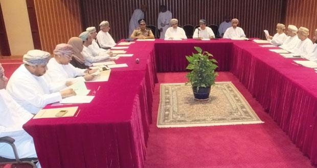 استعراض المناشط والفعاليات المصاحبة لمهرجان التمور العمانية 2015م بمحافظة الداخلية