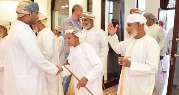 الجمعية العمانية لاصدقاء المسنين بجنوب الباطنة تنظم إفطارا جماعيا بالرستاق
