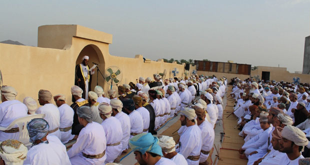 خطبة العيد تدعو الشباب إلى المحافظة على مقومات بلادهم والسير على نهج أسلافهم