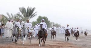 ولاية ابراء تنظم مسيرة شعبية بمشاركة الفنون الشعبية والخيول والفرسان