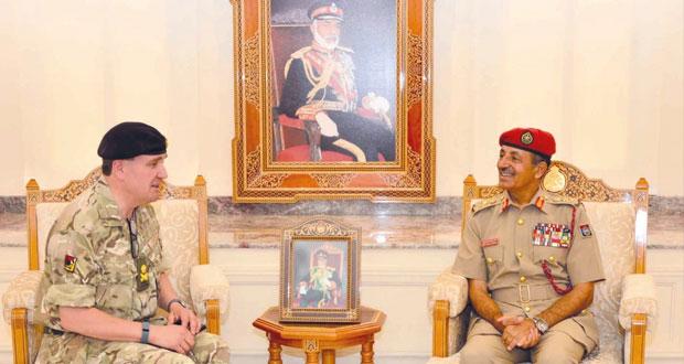 أحمد النبهاني ومطرالبلوشي يستقبلان قائد القوات البرية الملكية البريطانية