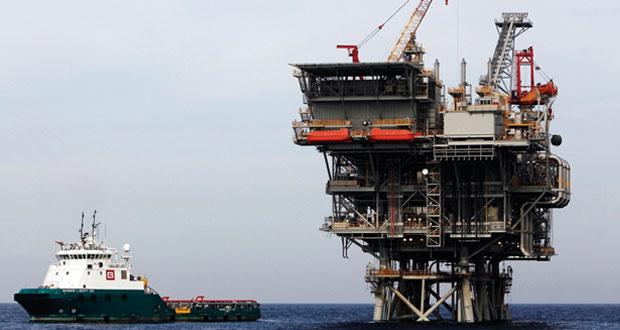 تحليل : ازدواجية أسعار النفط أدت لتدهور قيمته السوقية وواشنطن والغرب أكثر المنتفعين من عصر النفط الرخيص