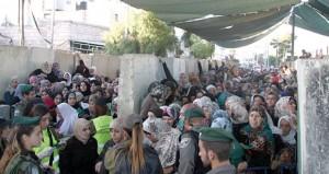 جيش الاحتلال يعسكر القدس ويصيب ويعتقل العشرات من أهلها في مواجهات متفرقة