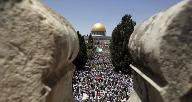 أكثر من ربع مليون فلسطيني يؤدون الجمعة برحاب الأقصى