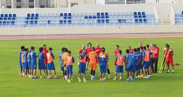 استعدادا للمشوار الآسيوي المونديالي: منتخبنا الوطني لكرة القدم يواصل تدربياته بمعنويات عالية بمعسكره الداخلي