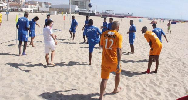 منتخبنا القدم الشاطئية يجرى تدريبه الأخير بمعسكره بمدينة اسبينهو