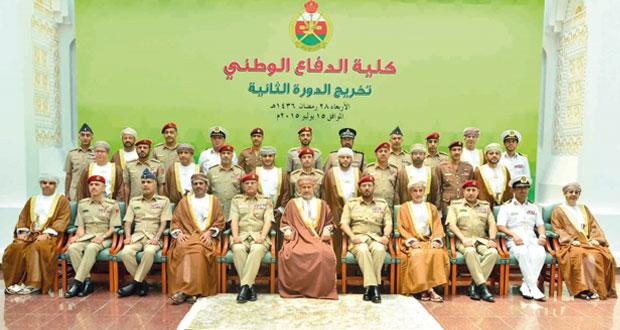 أمين عام شؤون البلاط السلطاني يرعى احتفال كلية الدفاع الوطني بتخريج دورة الدفاع الوطني الثانية