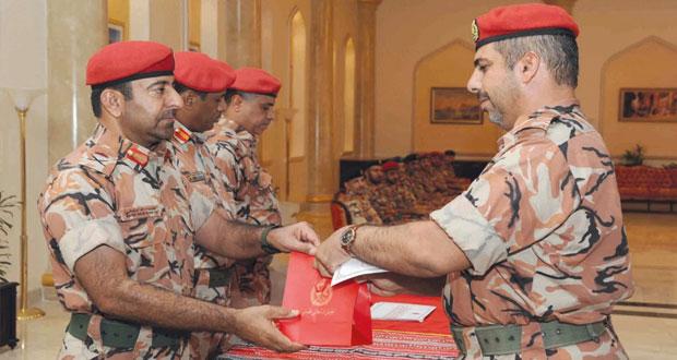 مطر البلوشي يكرم الفائزين بالمراكز الاولى في المسابقة الثقافية الـ (11) لوزارة الدفاع وقوات السلطان المسلحة