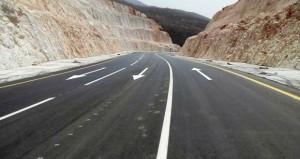 تنفيذ مشاريع الطرق الرئيسية لربط الولايات وصيانة الطرق في المناطق الجبلية والصحراوية