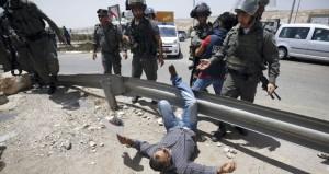 الاحتلال يشن حملة قمع واعتقال بالضفة ويصيب عشرات الفلسطينيين بمواجهات في سلواد