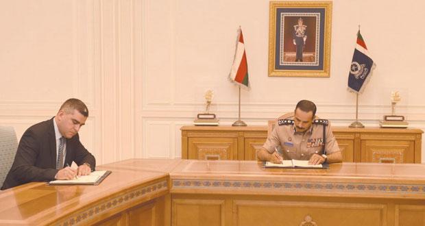 شرطة عمان السلطانية توقع اتفاقيتين لاقتناء عدد من الزوارق