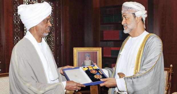 جلالة السلطان يمنح وسام النعمان من الدرجة الأولى لسفير السودان