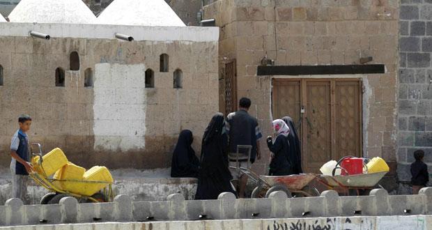 اليمن: عشرات القتلى في تعز والقاعدة تفجر (الأمن السياسي) بعدن