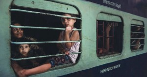 """""""قطارات"""" جمعية التصوير الضوئي تحرز الجائزة الشرفية في بينالي الفياب للصور الملونة المطبوعة ببريطانيا"""