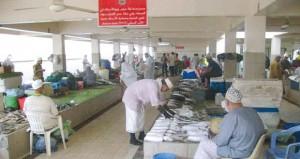 أكثر من 78 ألف طن إجمالي الأسماك بالصيد الحرفي بالسلطنة حتى أبريل الماضي