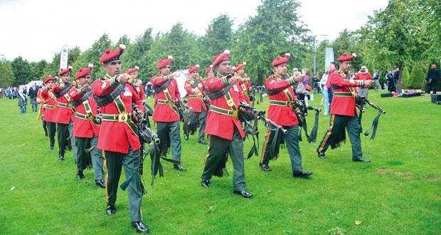 موسيقى الجيش وسلاح الجو السلطاني العماني يشاركان في مسابقة دولية للقرب والطبول بالمملكة المتحدة واسكتلندا