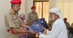 قوات السلطان المسلحة تكرم عددا من أسر المتوفين وتمنح جائزة الأم المثالية