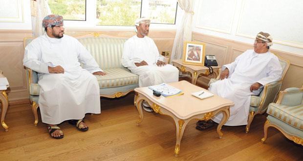 وزير الصحة يبحث مع الجمعية الطبية العمانية سبل الرقي بالخدمات الصحية وتطويرها وتجويدها
