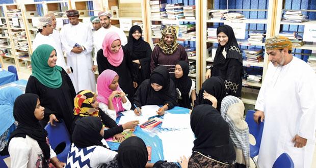 وزيرة التربية والتعليم تزور المراكز الصيفية بمحافظة ظفار
