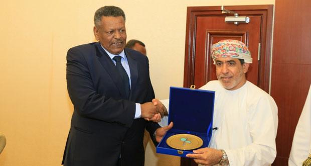 جمعية الصحفيين العمانية تكرم الرئيس السوداني ونائبه