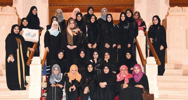 فتيات الداخلية تتعرفن عن قرب على أبرز معالم العاصمة مسقط