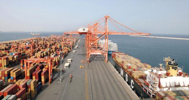 إنجاز 94% من مشروع رصيف المواد السائلة بميناء صلالة