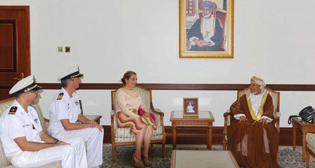 نائب محافظ مسقط يستقبل قائد السفينة الإيطالية وقائد مجموعة الواجب الباكستانية