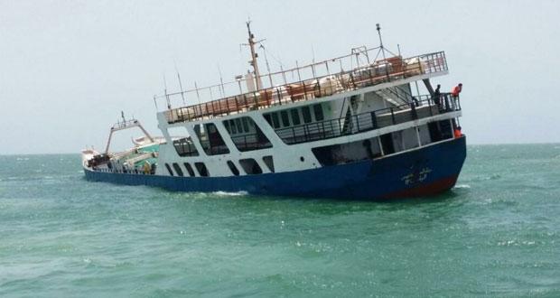 إجلاء جميع ركاب إحدى العبارات المتجهة إلى جزيرة مصيرة قبل غرقها