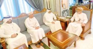 وزير الدولة ومحافظ ظفار يستقبل الرئيس التنفيذي للمؤسسة القطرية للإعلام