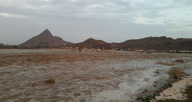 هطول أمطار غزيرة وجريان أودية ينقل والعوابي