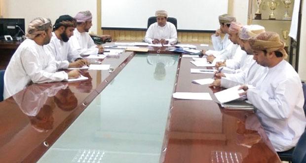 لجنة دعم جهود المدارس بتعليمية مسقط تناقش استعدادات مدارس المحافظة لاستقبال العام الدراسي الجديد