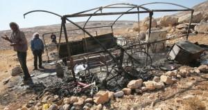 مستوطنون متطرفون يحرقون خيمة فلسطينية برام الله