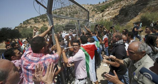 إصابات خلال قمع الاحتلال لمسيرة (بيت جالا) واعتصام فوق الأراضي المهددة
