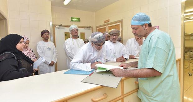 """وكيل التخطيط بـ""""الصحة"""" يزور مستشفى صحار"""