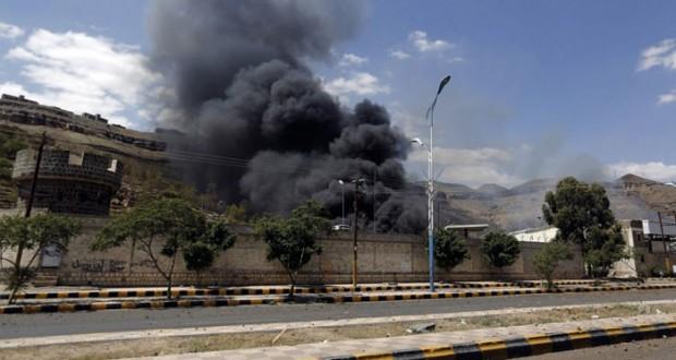 """اليمن: مقتل 3 أجانب """"بمقذوف"""" جنوب السعودية والتحالف يكثف غاراته"""