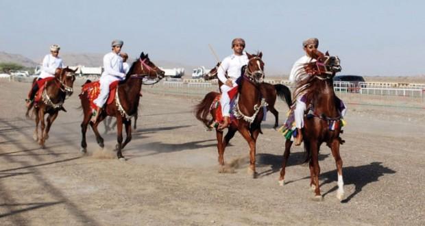 ابتهاجا بعيد الأضحى المبارك مهرجان لاستعراضات ركضة الخيل والفنون الشعبية بالصافن بعبري