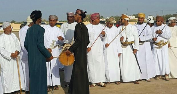 بمشاعر الفرحة والغبطة والسرور محافظات وولايات السلطنة تحتفل بأول أيام عيد الاضحى المبارك