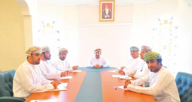 اللجنة الإعلامية للبطولة الخليجية لسباقات الهجن تناقش خطتها الإعلامية