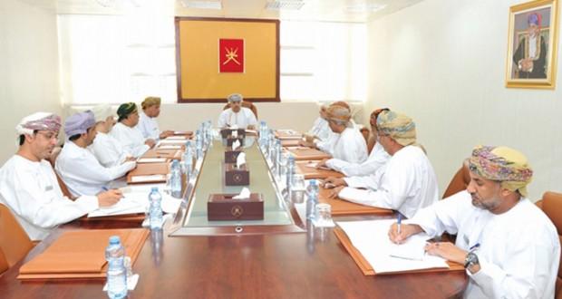 وزير الإعلام يلتقي برؤساء تحرير الصحف المحلية