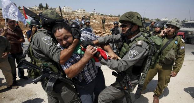 الاحتلال يهاجم مسيرات الضفة السلمية بالرصاص الحي