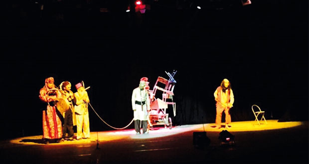 فرقة مسرح مزون تحصد عددا من الجوائز المتقدمة