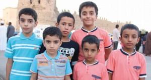 """المصور أحمد السالمي يشارك ويعزز مواهب الأطفال بـ """"مشروع مصور"""""""