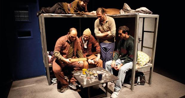 (الزمن الموازي) عرض مسرحي لجانب من حياة المعتقلين الفلسطينيين في السجون الإسرائيلية