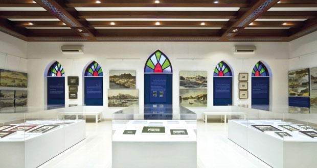 (معرض بيت الزبير) يقدم عددا من مفرداته التراثية والثقافية الفنية بجامعة نزوى