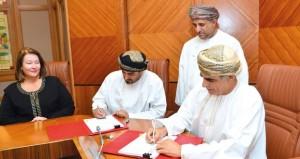 """""""النفط والغاز"""" توقع اتفاقية حفر عدد من الآبار الاستكشافية في المنطقة """"54″ بالوسطى مع """"عمان لاسو"""""""