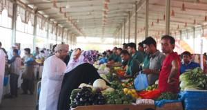 مرتادو سوق الموالح يشتكون من ارتفاع الأسعار والباعة يؤكدون توفر المنتجات بأسعار مناسبة