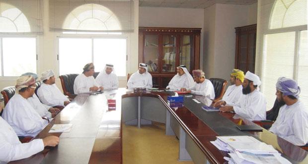 استعراض العلاقات الاقتصادية والتجارية بين السلطنة وقطر