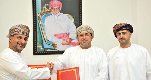 """""""تنمية نفط عمان"""" توقع اتفاقية تعاون مع """"القمة للتجارة الإلكترونية"""""""